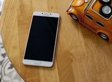 Trên tay Galaxy C9 Pro: Xuất sắc hơn những gì bạn mong đợi