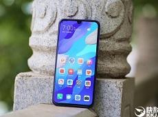 Cận cảnh Huawei Nova 5 Pro: Smartphone mặt lưng 3D ấn tượng giá chỉ hơn 10 triệu