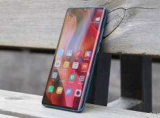 """Cận cảnh Xiaomi Mi CC9 Pro – Nhìn """"quen quen"""" nhưng có tới 5 camera"""
