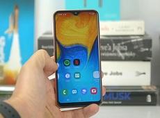 Dưới 4 triệu đồng có nên mua Galaxy A20e không?
