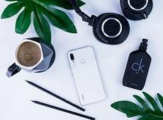 Giá Huawei Nova 3i Trắng ngọc trai có khác gì so với các phiên bản màu còn lại không?