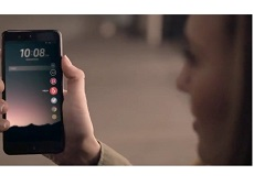 """HTC """"khoe"""" tính năng HTC U 11 vượt trội trong video mới"""